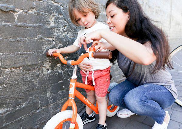 Dạy con đi xe đạp hai bánh