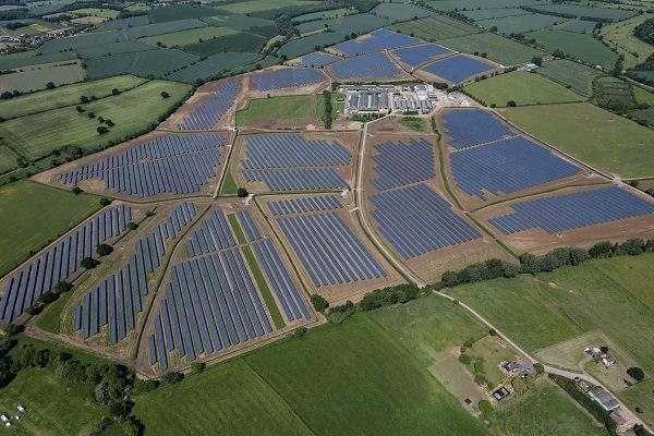 Nhà máy điện năng lượng từ mặt trời