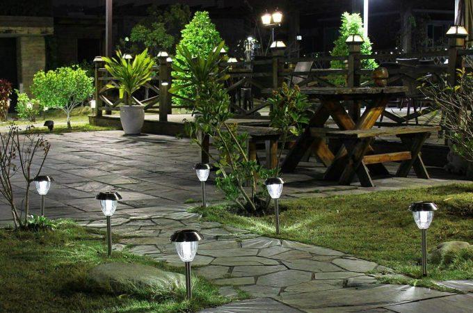 Một số loại đèn trang trí sân vườn năng lượng mặt trời
