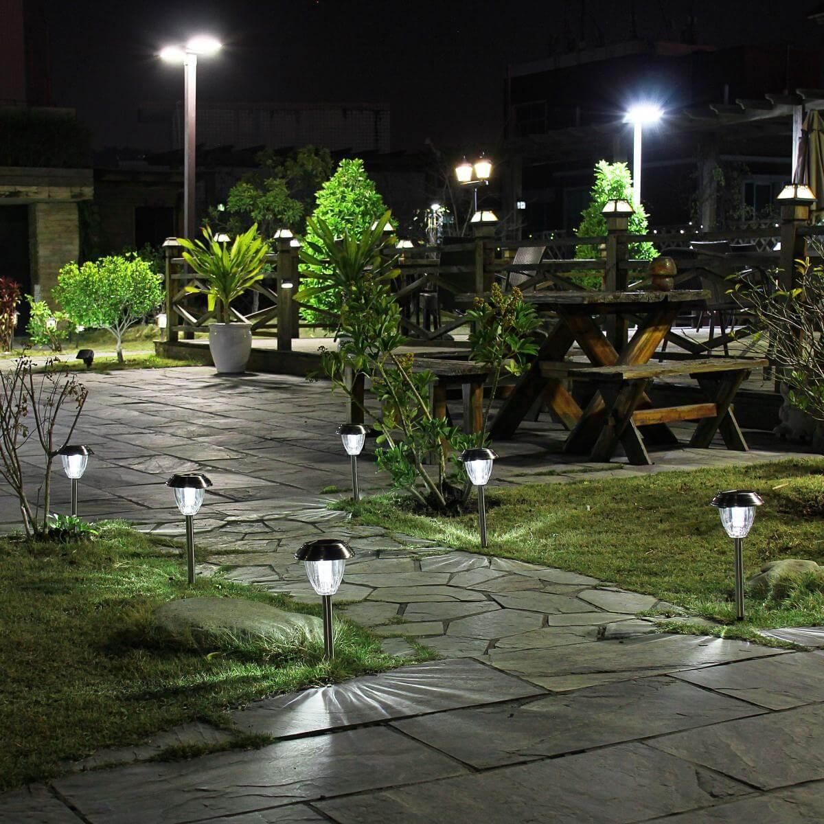 Đèn năng lượng cho sân vườn