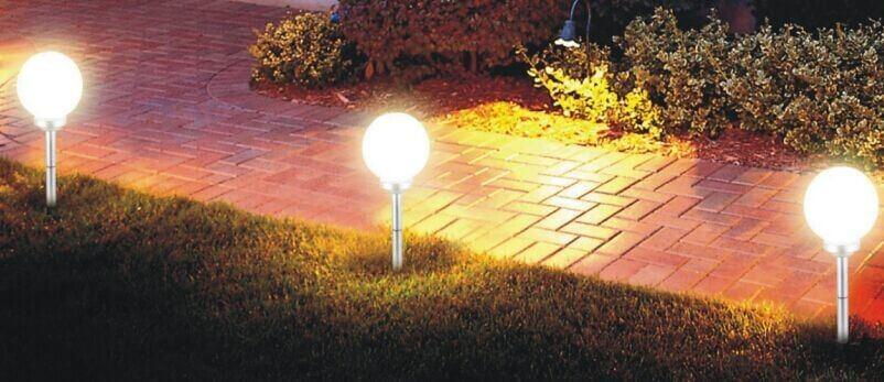 đèn cắm trên cỏ di động