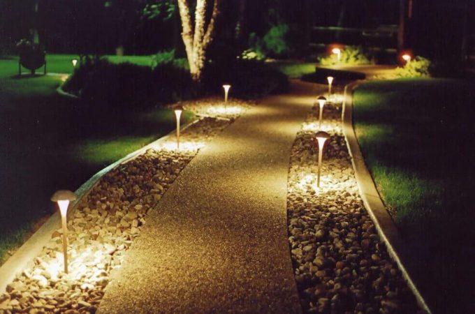 Loại đèn năng lượng mặt trời trang trí sân vườn phổ biến