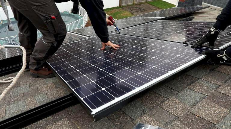 Lắp đặt hệ thống năng lượng sạch